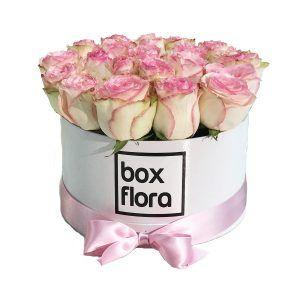 caja-blanca-de-rosas-rosas