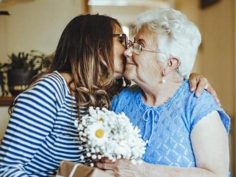 Importancia-regalar-flores-personas-mayores