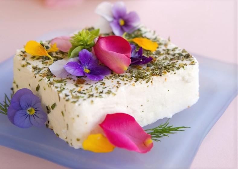 flores-comestibles-en-postres