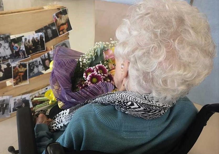 por-qué-obsequiar-flores-a-personas-mayores